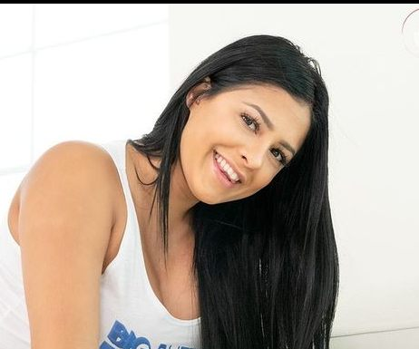 Serena Santos Biography, Age, Height, Family, Wiki & More